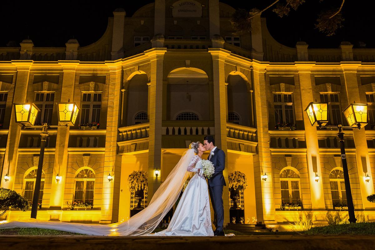 Imagem capa - Curitiba viveu as emoções do casamento da Jéssica e Giuseppe! por Lauro Maeda