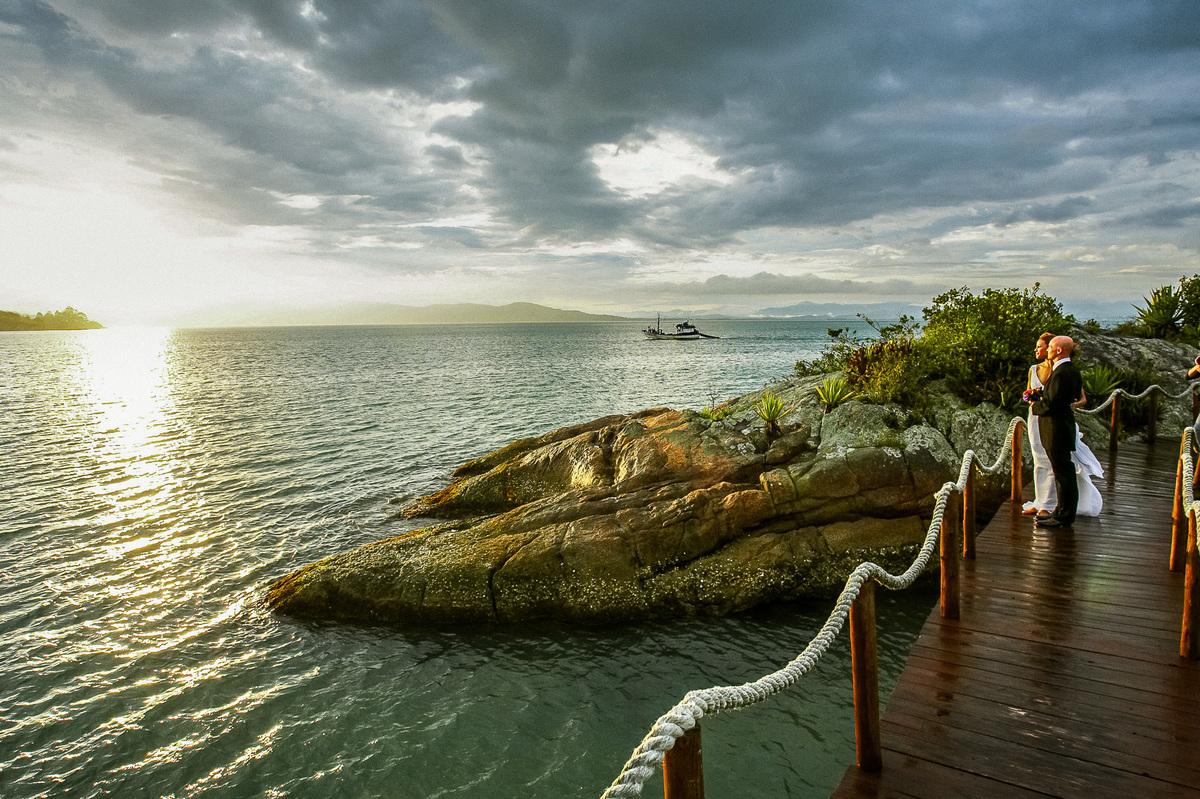Imagem capa - Um Elopement Wedding no litoral de Santa Catarina. Que tal? por Lauro Maeda