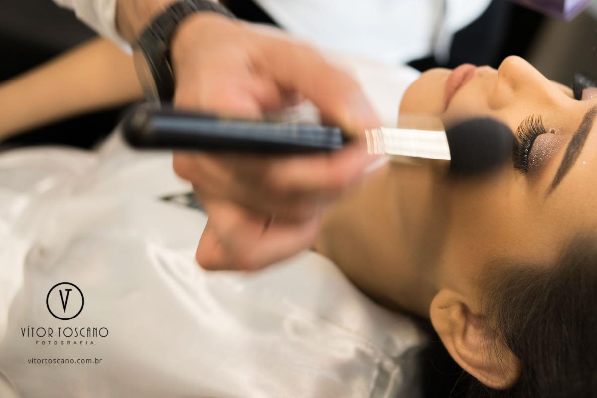 Imagem capa - Por que a maquiagem e o penteado da noiva custam mais caro? por Vítor Toscano