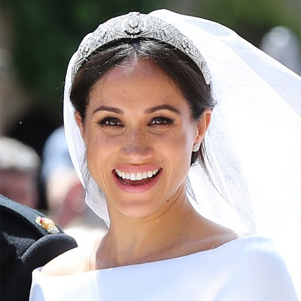 Imagem capa - Tendência de Beleza Minimalista para Noivas - Pegando carona no casamento Real de Megan e Harry por Vítor Toscano