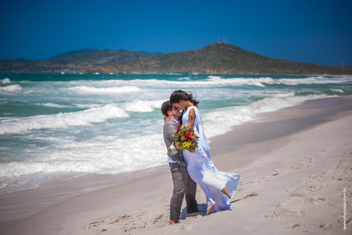 Imagem capa - Você também sonha em casar na praia? por Elis Morais da Silva