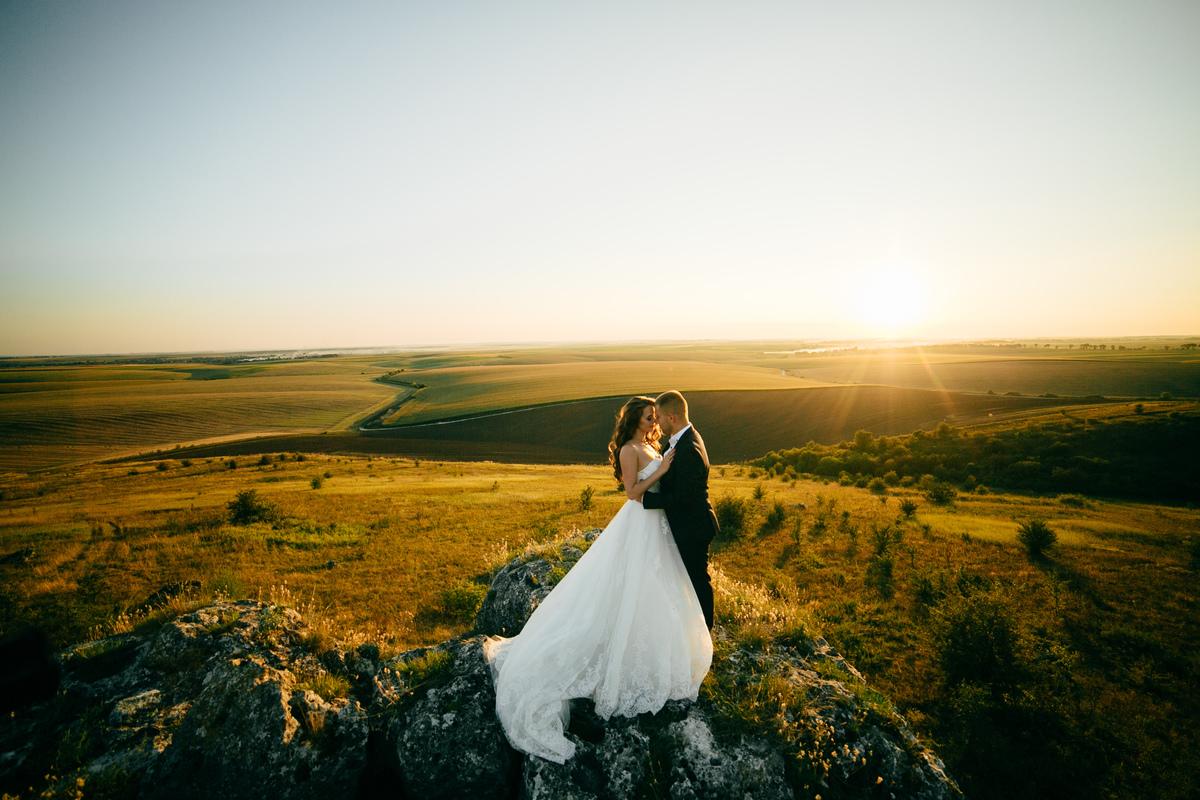 Imagem capa - Casar durante o dia ou a Noite? Vantagens e desvantagens para ajudar na vossa escolha. por Quinta da Devesa