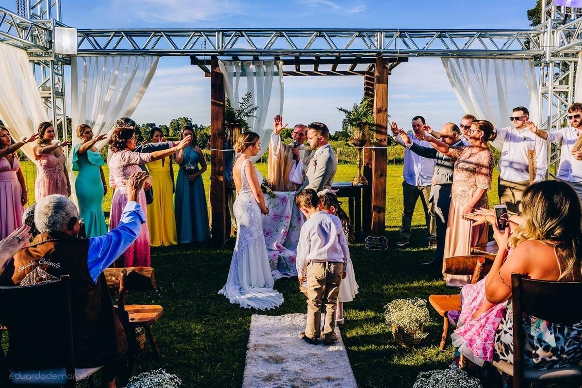 Imagem capa - Quem são os personagens do casamento além dos noivos? por Eduardo de Moraes Oliveira