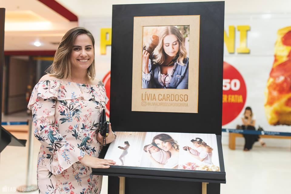 Imagem capa - Exposiçao Histórias Contadas em Álbuns por LIVIA CARDOSO FOTOGRAFIA