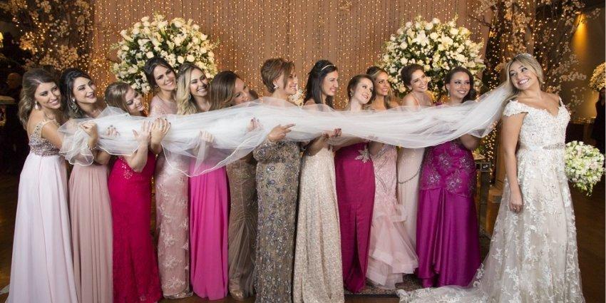 Imagem capa - Paletas de Cores para o Vestido das Madrinhas: Dicas para Escolher! por Thales Figueiredo