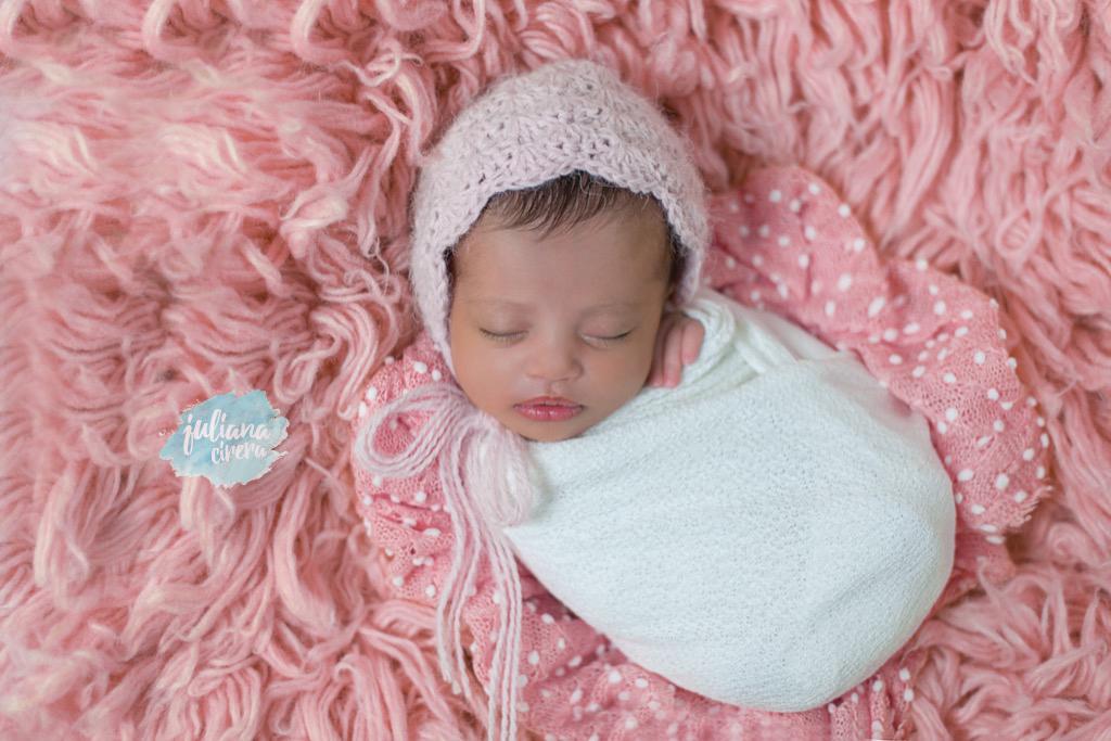 Imagem capa - Sobre o ensaio newborn por Juliana Cirera