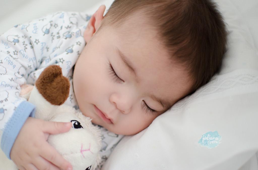 Imagem capa - Qual é a melhor posição para o bebê recém-nascido dormir? por Juliana Cirera