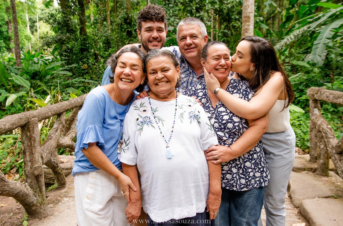 Imagem capa - Ensaio em família: 5 motivos pra você fazer um com a sua. por Larissa Souza