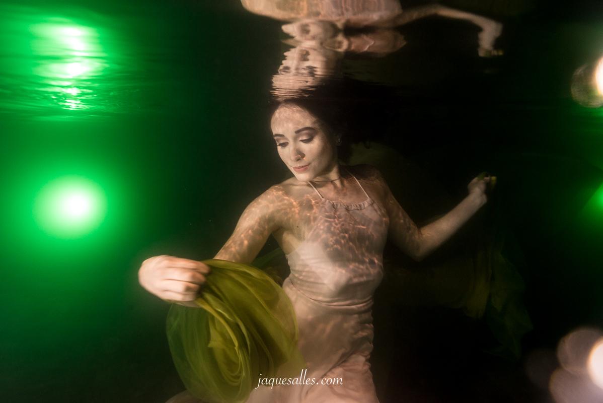Imagem capa - A Fotografia, o dom e os Retratos Flutuantes por Jaque Salles