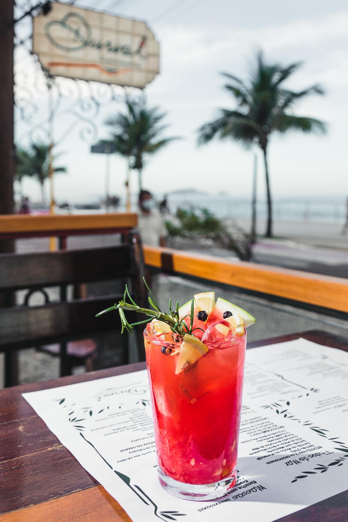 Drink Gin Limão Bar Praia Verão Fotografia Eduardo Zavarize Gelo Gelado