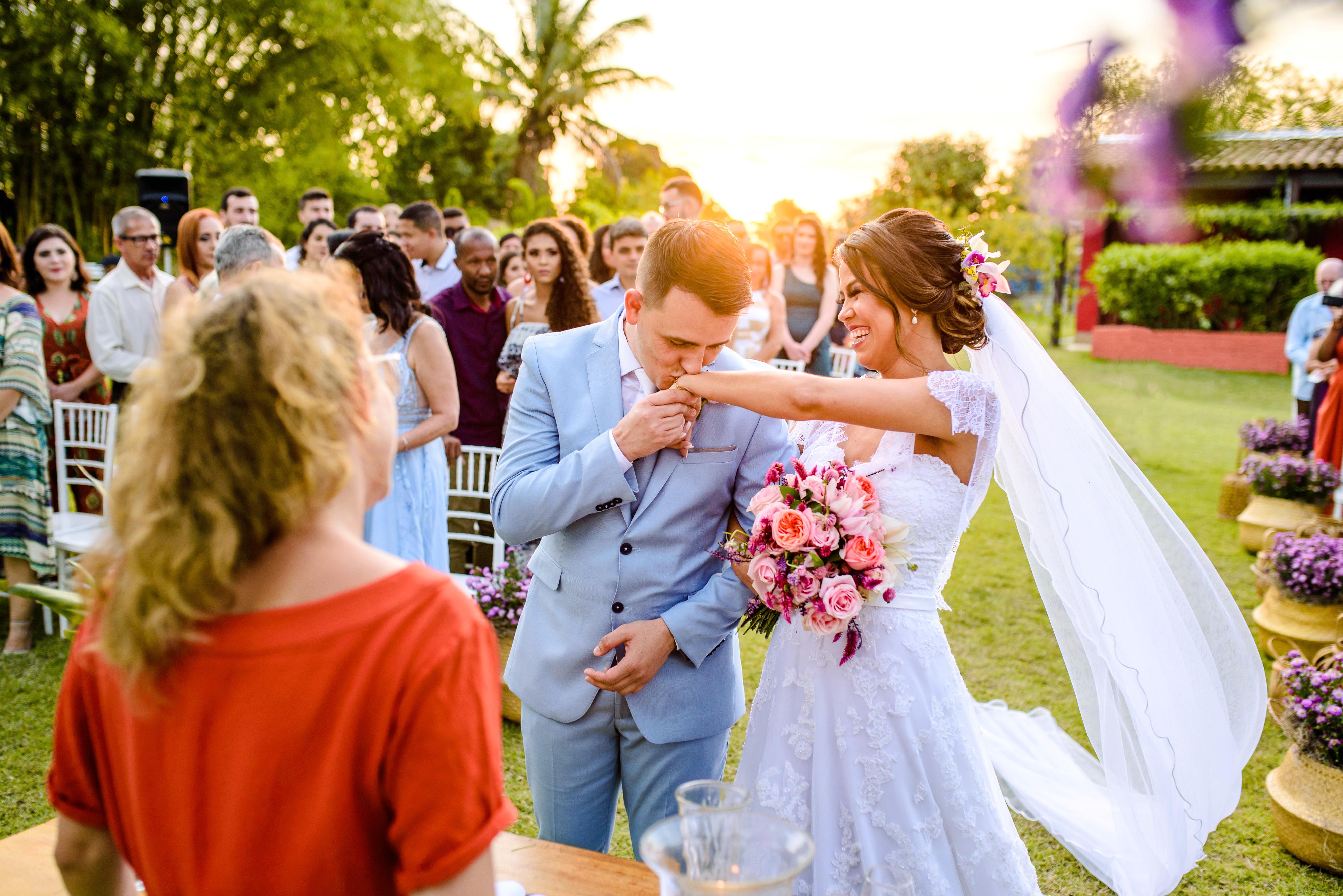 Contate Claudia e Victor - Fotógrafos de Casamento e Família Vila Velha ES