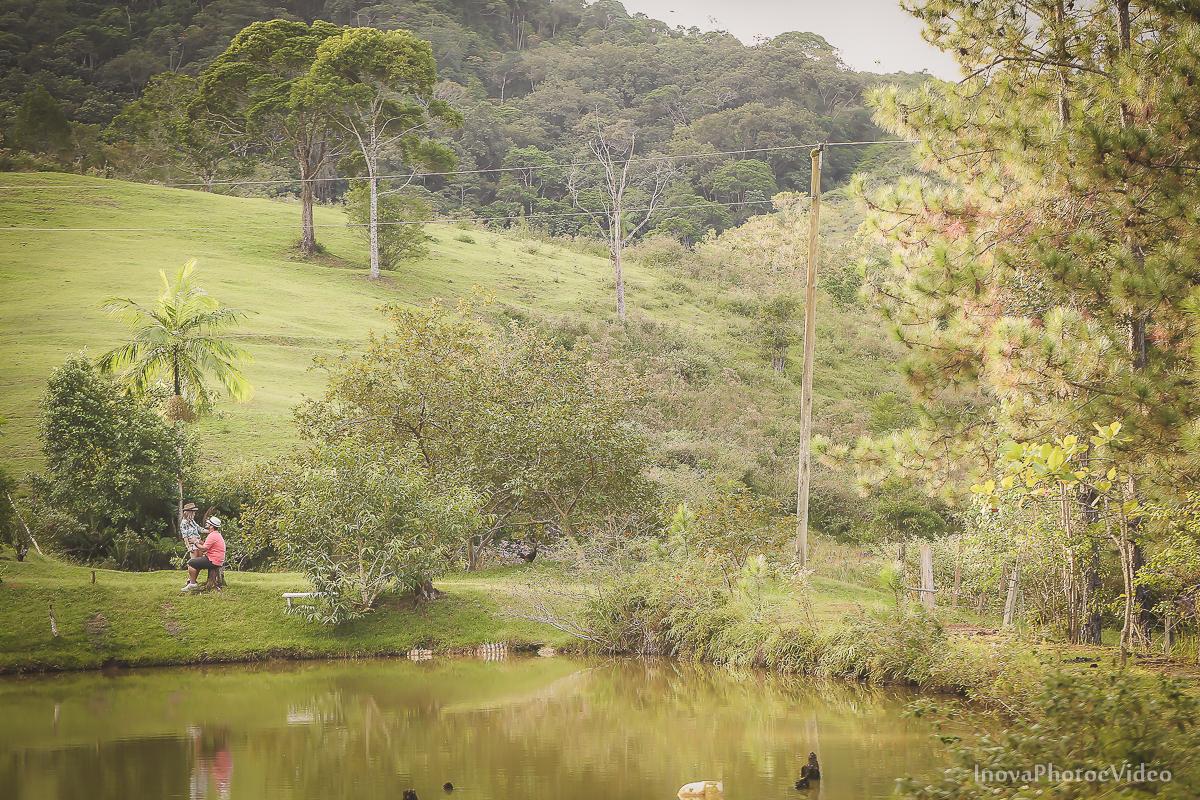 ensaio-pre-casamento-wedding-sitio-recanto-do-vale-Biguaçu-sc-Fabricia-Renato-lago-amor-carinho-inova