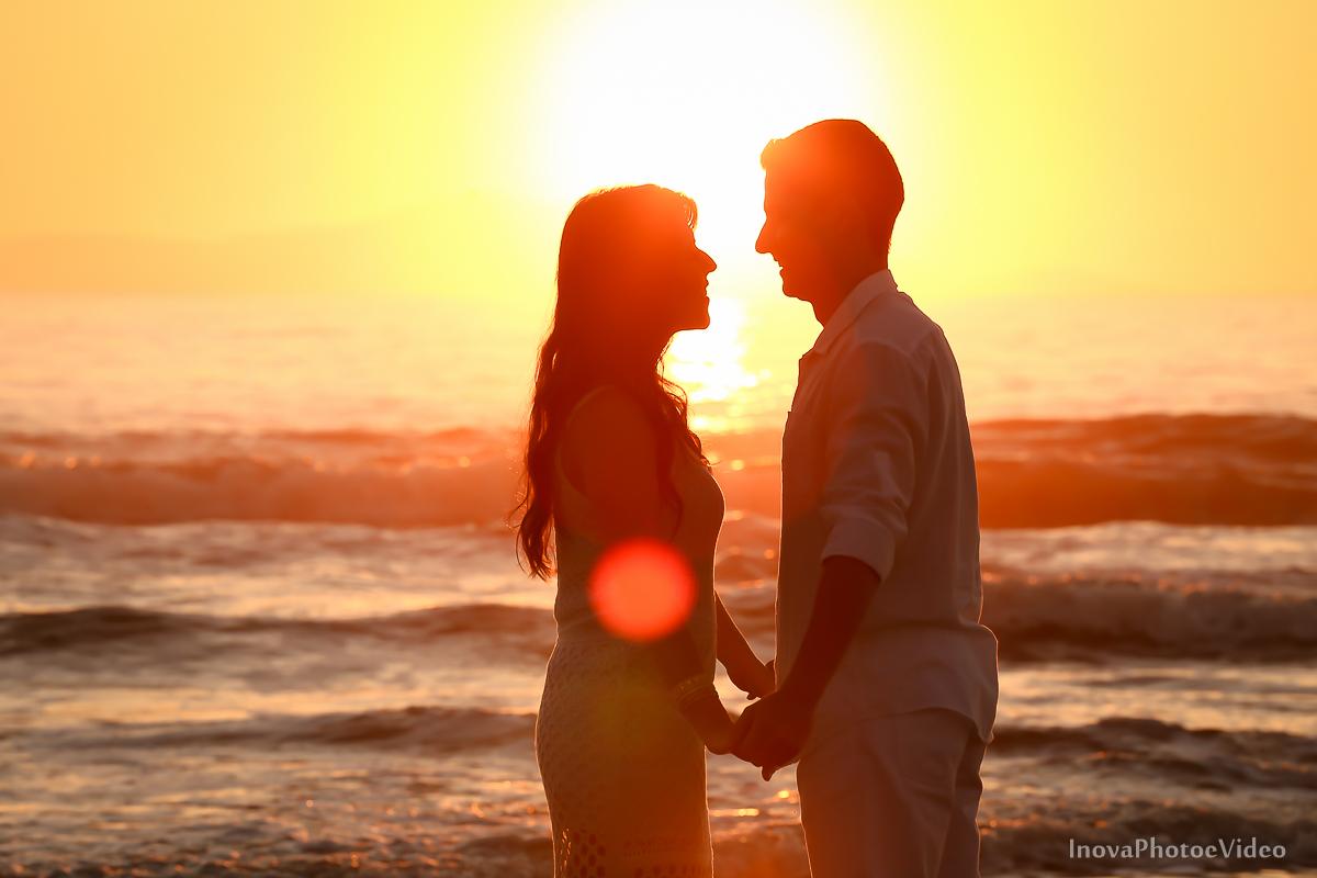 pre-wedding-Amanda-Gabriel-Governador-Celso-Ramos-Fotografia-Ensaio-Casamentos-picture-nascer-do-sol-inova-photo-e-video-florianopolis-noivos-namorados-sol-praia-beach-white