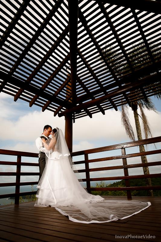 trash-the-dress-Luciano-Bianca-Itahai-SC-Praia-Cabeçudas-fotografia-wedding-vestido-noiva-bride-noivos-casal-inova-photo-video-deck-altura