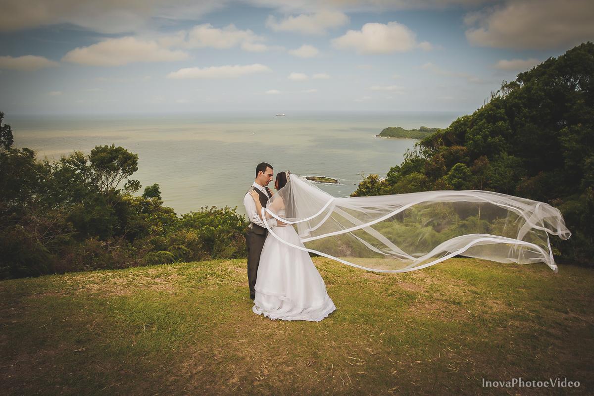 trash-the-dress-Luciano-Bianca-Itahai-SC-Praia-Cabeçudas-fotografia-wedding-vestido-noiva-bride-noivos-casal-inova-photo-video-veu-mar