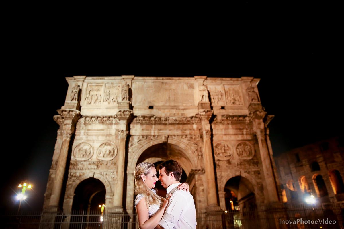 trash-the-dress-Roma-Rome-Itália-Italy-Matrimonio-Bello-wedding-noivos-bride-casal-ruinas-história-fé-Thiago-Liliane-Coliseu-Colosseo-Inova-Internacional-Brasile-vestido-de-noiva-noivos-casal-romance-lua-de-mel-arco-de-constantino