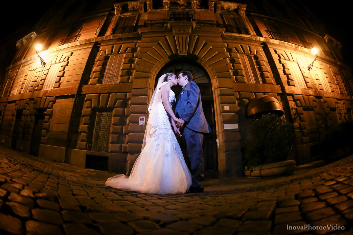 trash-the-dress-Roma-Rome-Itália-Italy-Matrimonio-Bello-wedding-noivos-bride-casal-ruinas-história-fé-Thiago-Liliane-Coliseu-Colosseo-Inova-Internacional-Brasile-vestido-de-noiva-noivos-casal-romance-lua-de-mel