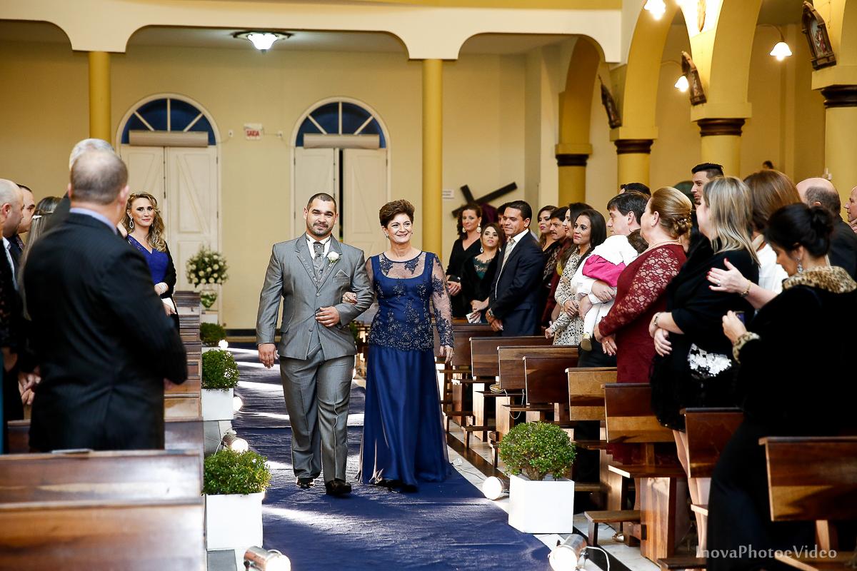 wedding-Renato-Fabricia-casamento-matriz-Biguaçu-SC-inova-photo-video-cerimonia-entrada-noivo