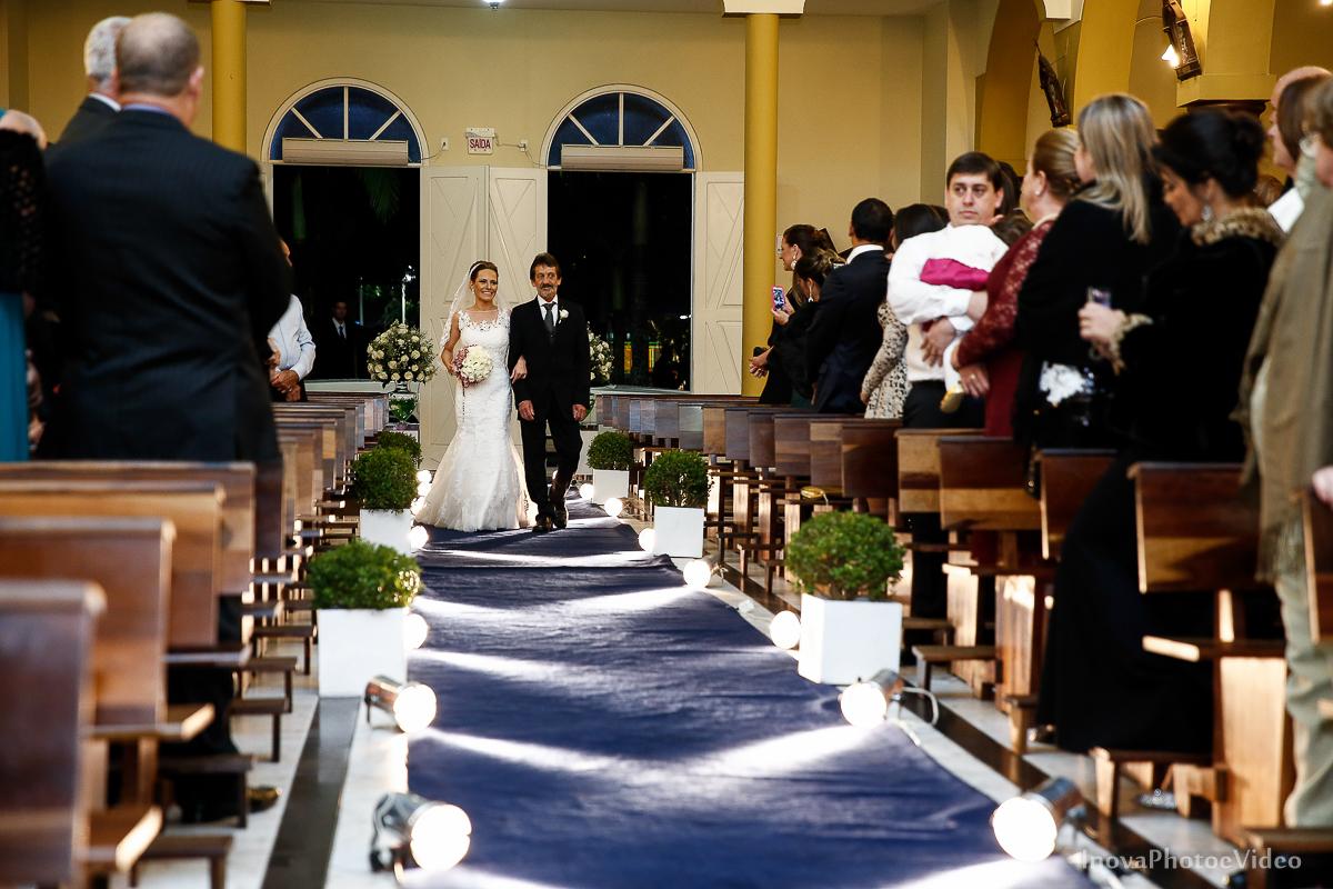 wedding-Renato-Fabricia-casamento-matriz-Biguaçu-SC-inova-photo-video-cerimonia-entrada-noiva-buque-pais