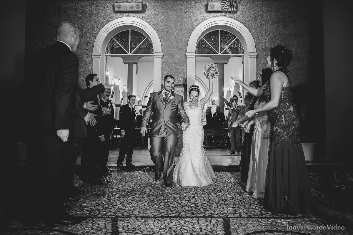 wedding-Renato-Fabricia-casamento-matriz-Biguaçu-SC-inova-photo-video-cerimonia-saida-arroz-padrinhos