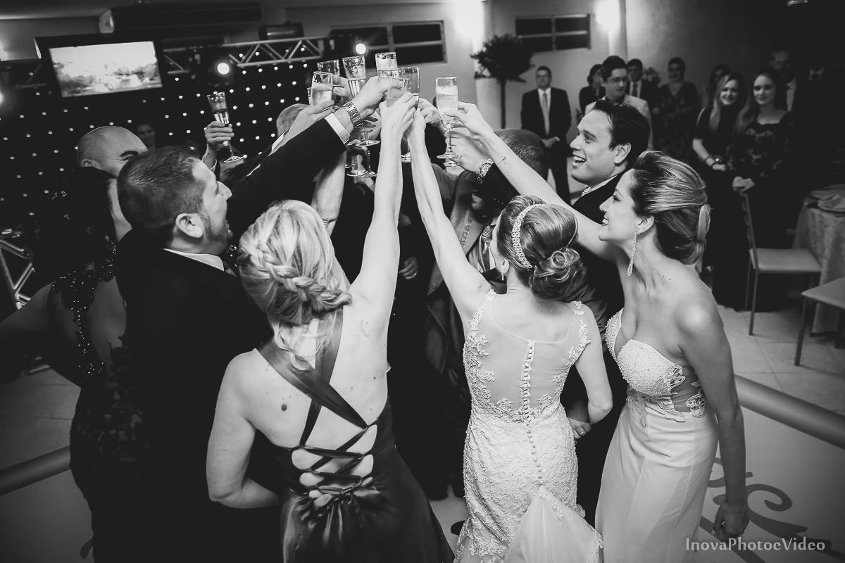 wedding-Renato-Fabricia-casamento-matriz-Biguaçu-SC-inova-photo-video-recepcao-brinde-padrinhos