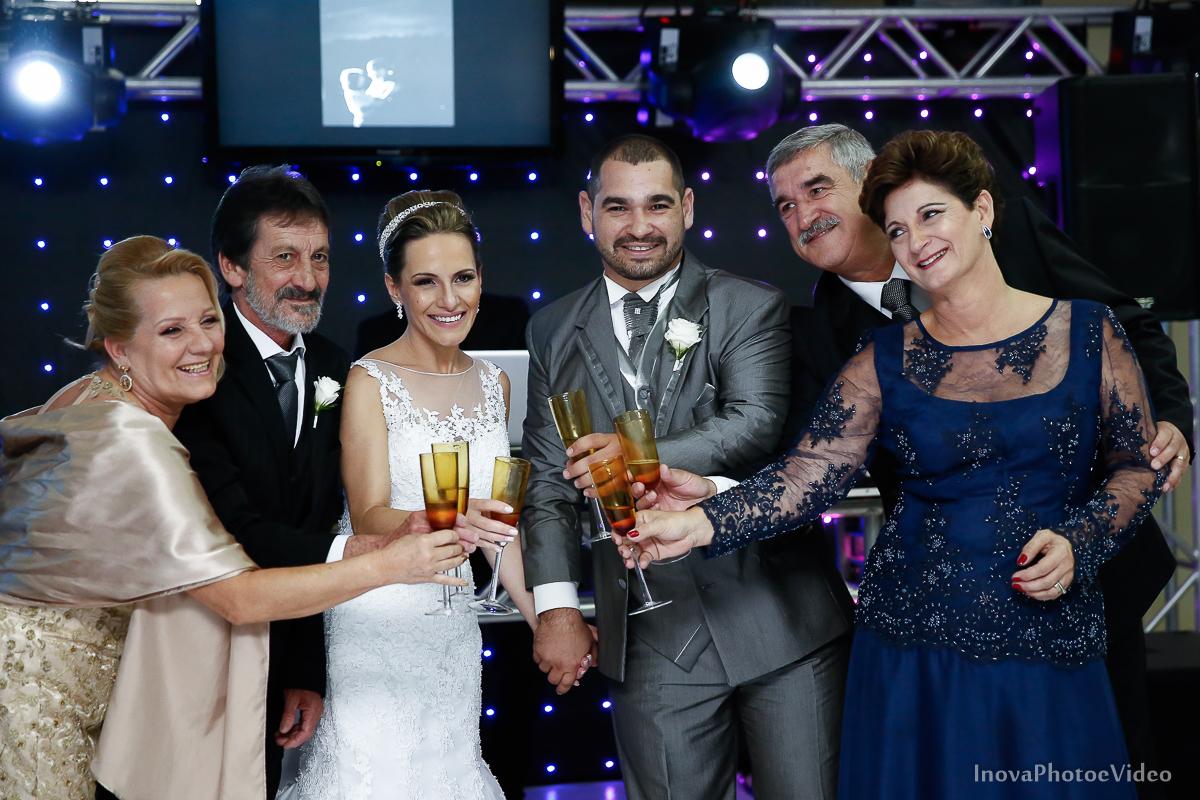 wedding-Renato-Fabricia-casamento-matriz-Biguaçu-SC-inova-photo-video-recepcao-brinde-pais