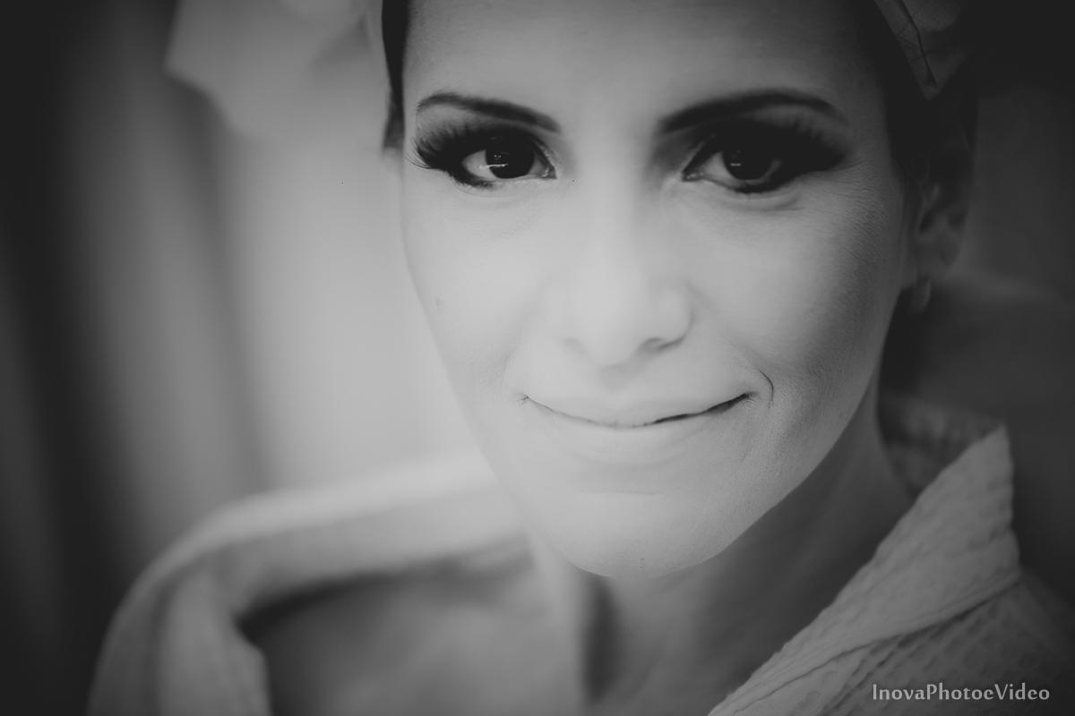 wedding-Renato-Fabricia-casamento-matriz-Biguaçu-SC-inova-photo-video-making-of-noiva-retrato