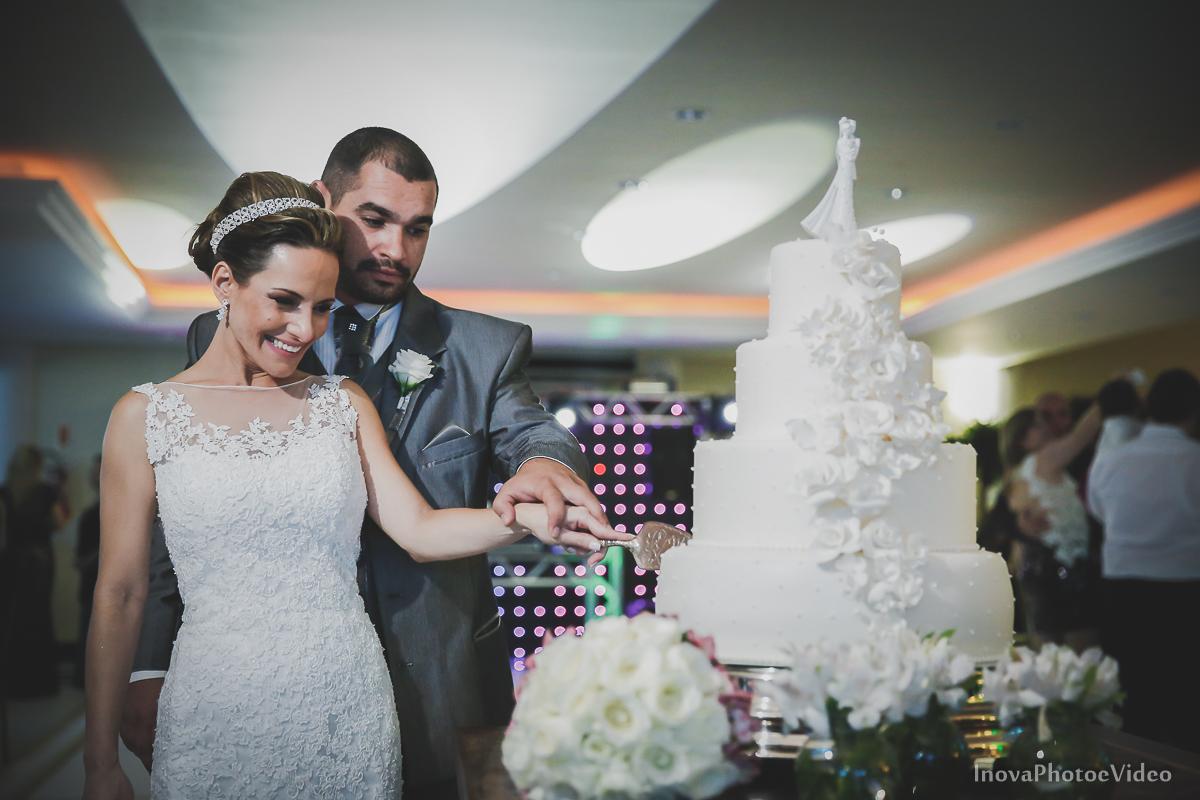 wedding-Renato-Fabricia-casamento-matriz-Biguaçu-SC-inova-photo-video-recepcao-corte-bolo