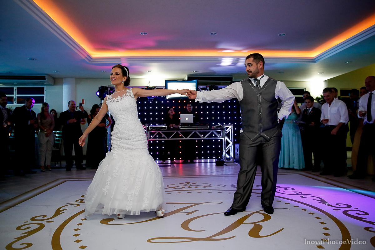 wedding-Renato-Fabricia-casamento-matriz-Biguaçu-SC-inova-photo-video-recepcao--valsa-danca
