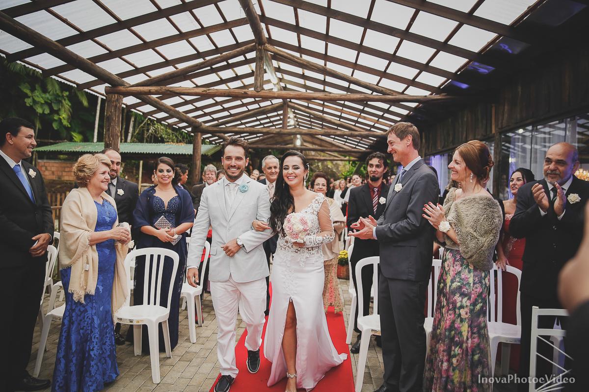 wedding-casamento-Rubnei-Leonara-Sitio-das-Figueiras-Biguaçu-SC-noivos-casados-campo-casa-inova-photo-video-cerimonia-entradas-noivos-vestido-traje