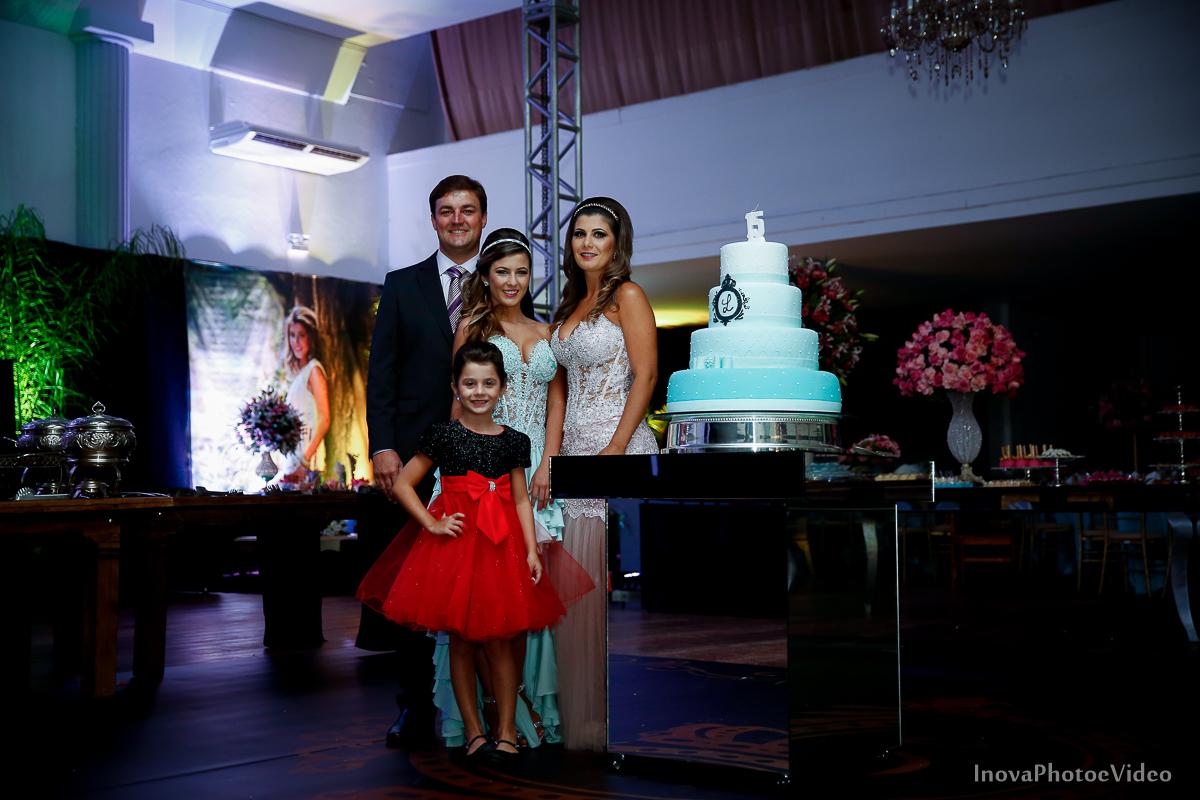 Festa-de-15-anos-Larissa-Mendes-Primeiro-de-Junho-Sao-Jose-SC-Douglas-e-Luciano-Dj-Eduardo-Isaac-teen-Debutante-Inova-Photo-Video-Fotografia-Beleza-moda-recepcao-decoracao-Grafitte-retrato-familia