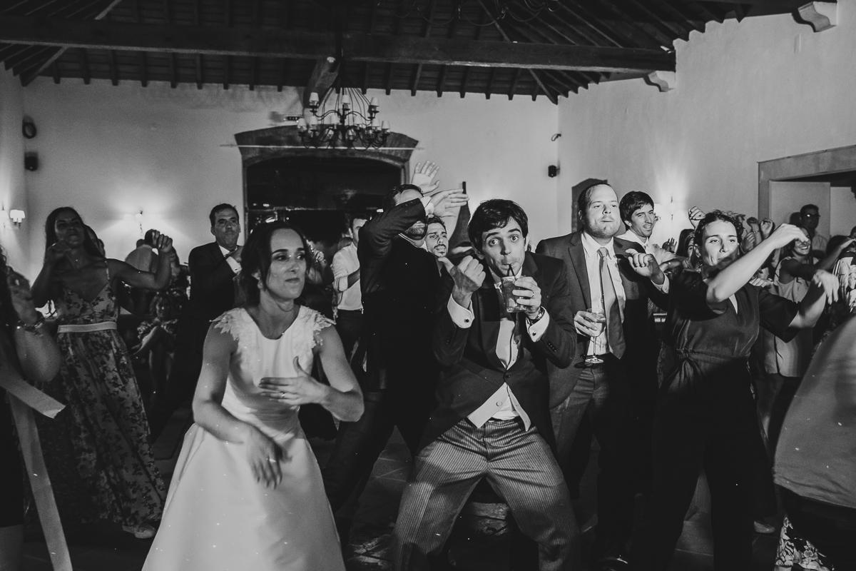 Imagem capa - BEST WEDDING AWARDS - HONORABLE MENTION por Essencia Fotografia