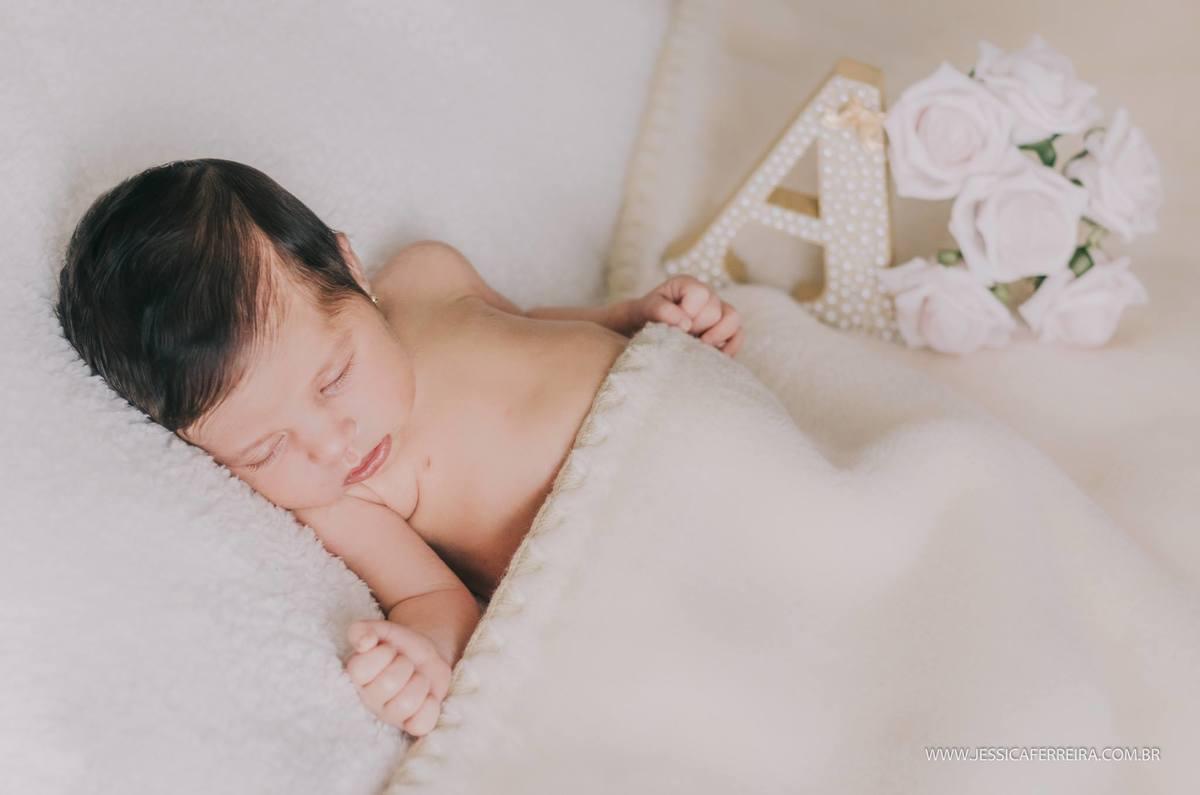 Imagem capa - Diferença entre fotografia de newborn posada x newborn lifestyle por Jessica Ferreira