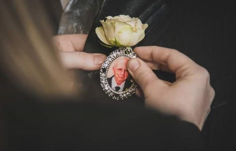 Imagem capa - 5 Maneiras de homenagear familiares e amigos que já se foram no dia do casamento por Fernando Aguiar Fotografia