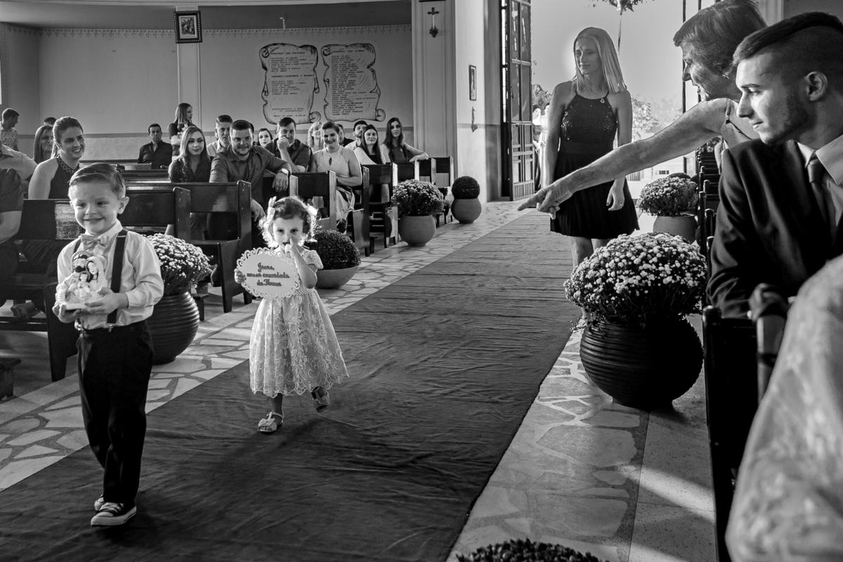 Imagem capa - O que as crianças pensam sobre amor e casamentos?  por Fernando Aguiar Fotografia
