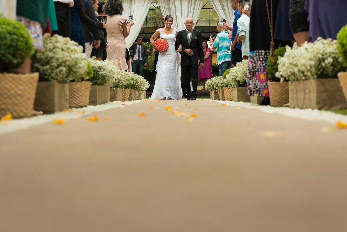 entrada da noiva no Espaço Carpiem Die em Itapecerica da Serra  - fotografado por Max Nogueira