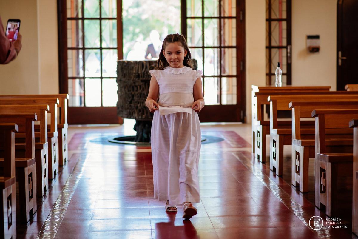 cortejo de sobrinos, cortejo de niños en la iglesia, vestido bowdika, iglesia cristo rey fisherton