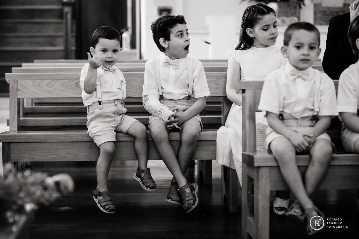 sobrinos de la novia, cortejo de sobrinos en la iglesia cristo rey de fisherton vestido bowdika,