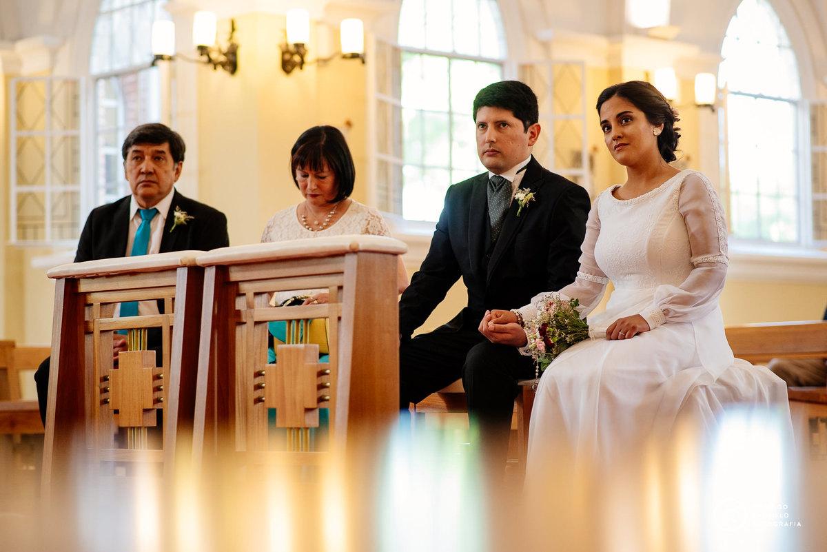 vestido bowdika, iglesia cristo rey fisherton, ramo de la novia, tocado de la novia, casamiento en cristo rey fisherton
