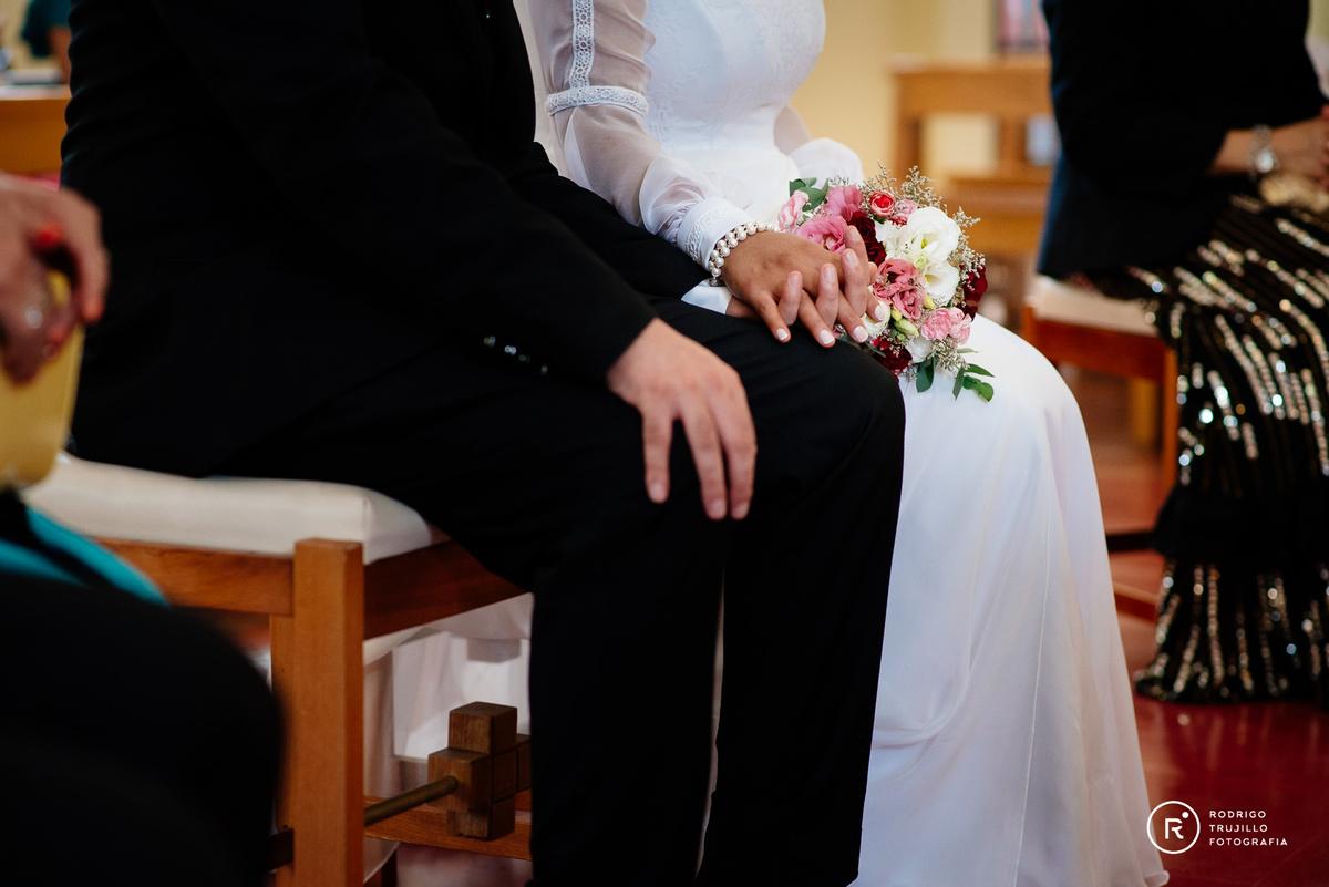 ramo de flores de la novia, tocado de la novia, iglesia cristo rey de fisherton