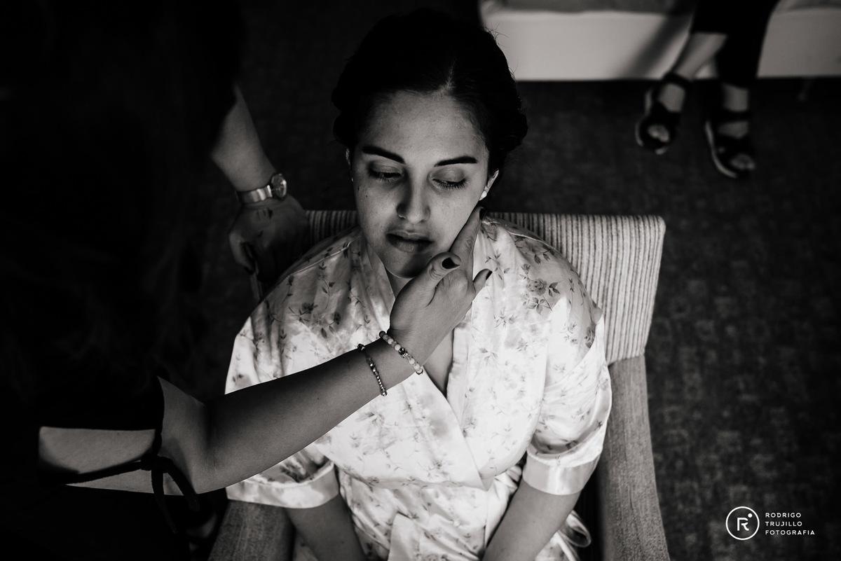 maquillaje de la novia, fotografia blanco y negro