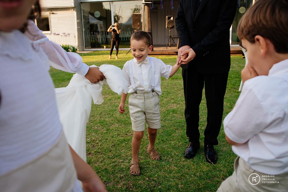sobrino bailando de la mano, vestido bowdika