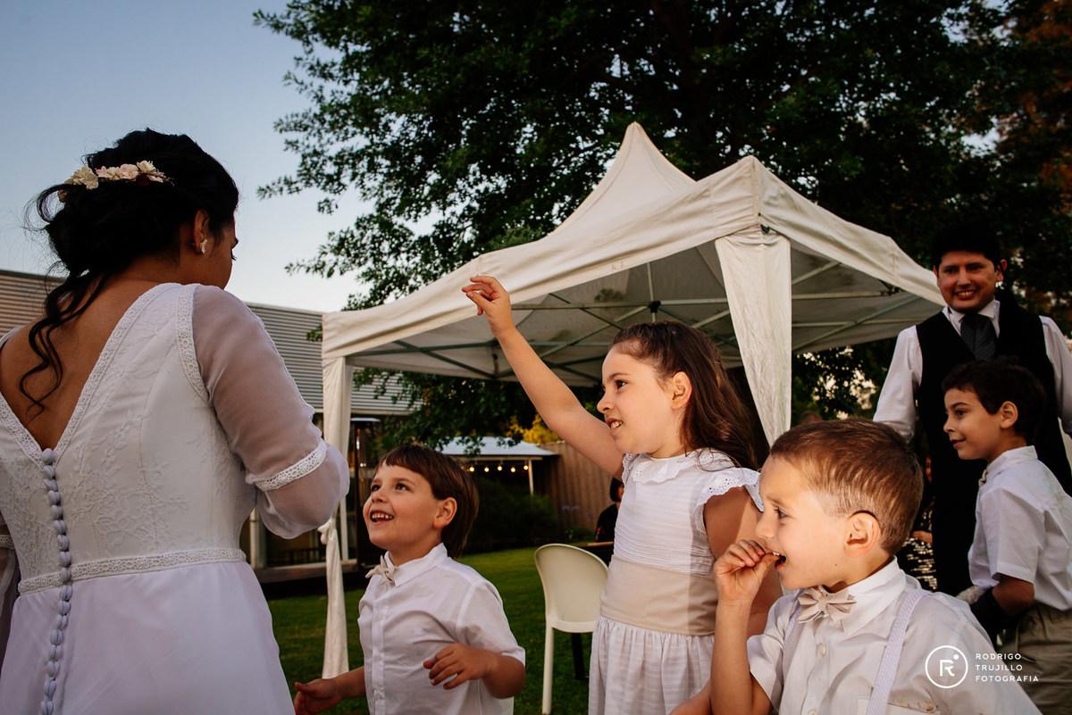 sobrinos de la novia, vestido bowdika, juego de canto en la boda con cortejo de sobrinos