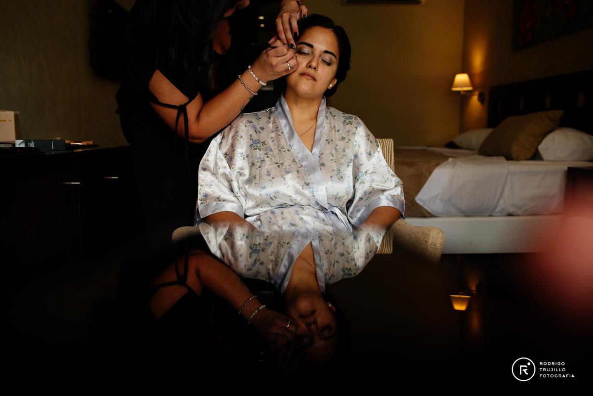 maquillaje de la novia en el hotel, getting ready, hotel Howard Johnson Funes