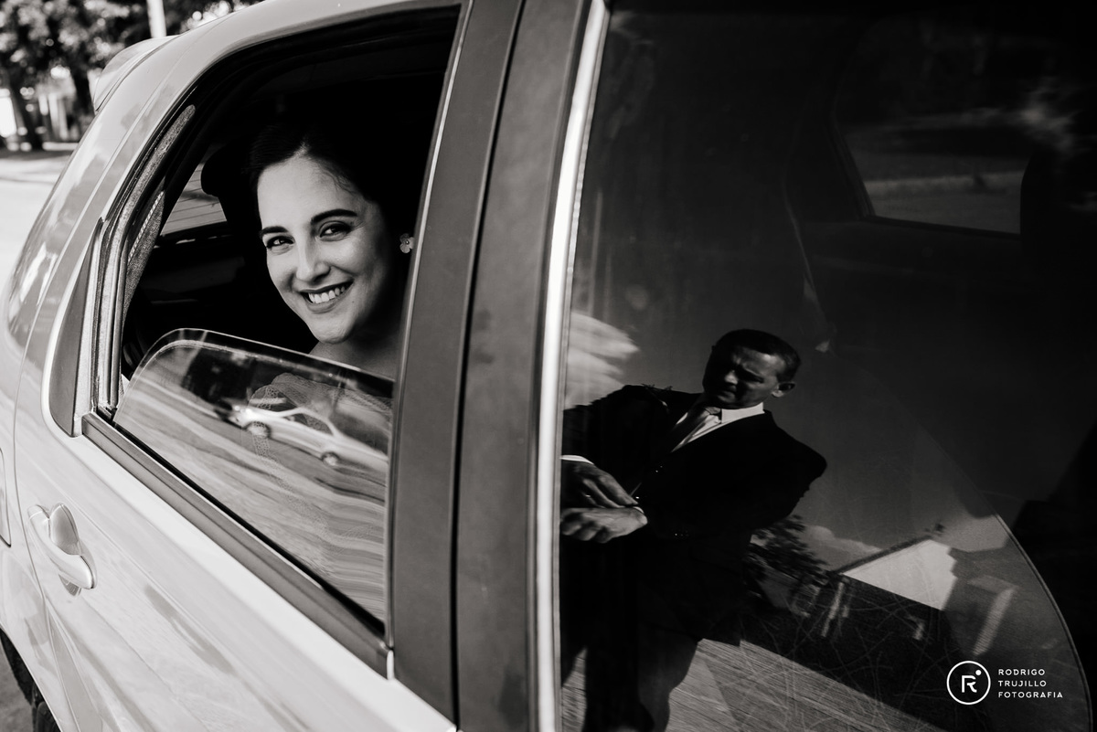 llegada de la novia a la iglesia, foto en el auto antes de bajar a la iglesia, iglesia cristo rey fisherton
