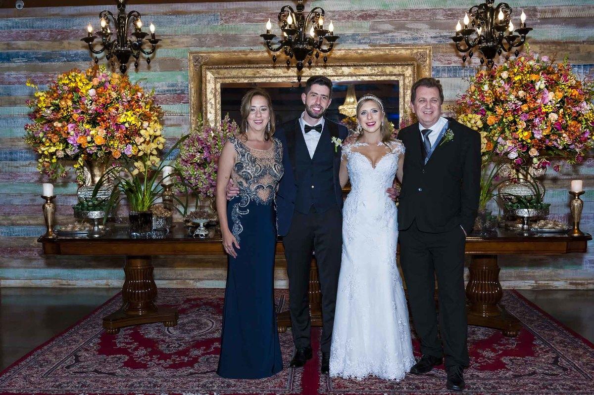fotografia de casamento no armazém 465 Alphaville, fotografia de casamento em alphaville. noivos com os pais do noivo