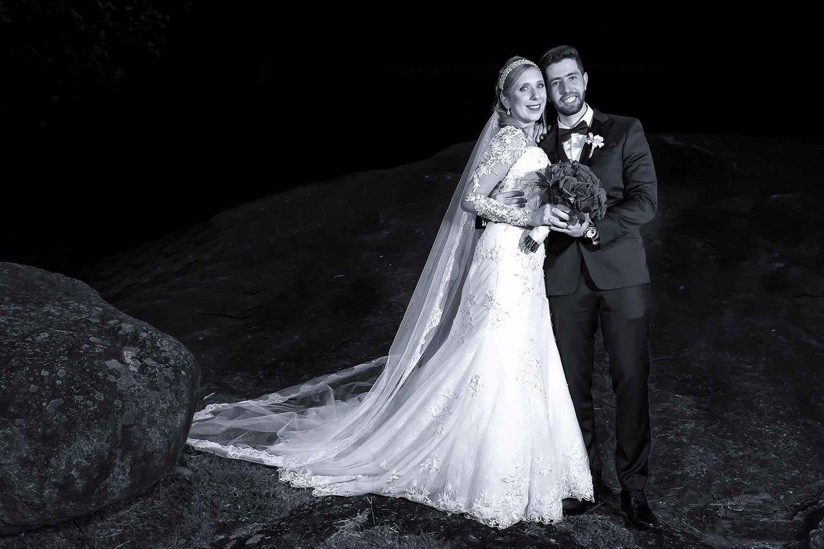 fotografia de casamento na Igreja Bom Pastor Alphaville, fotografia de casamento em alphaville. noivos posando para fotos