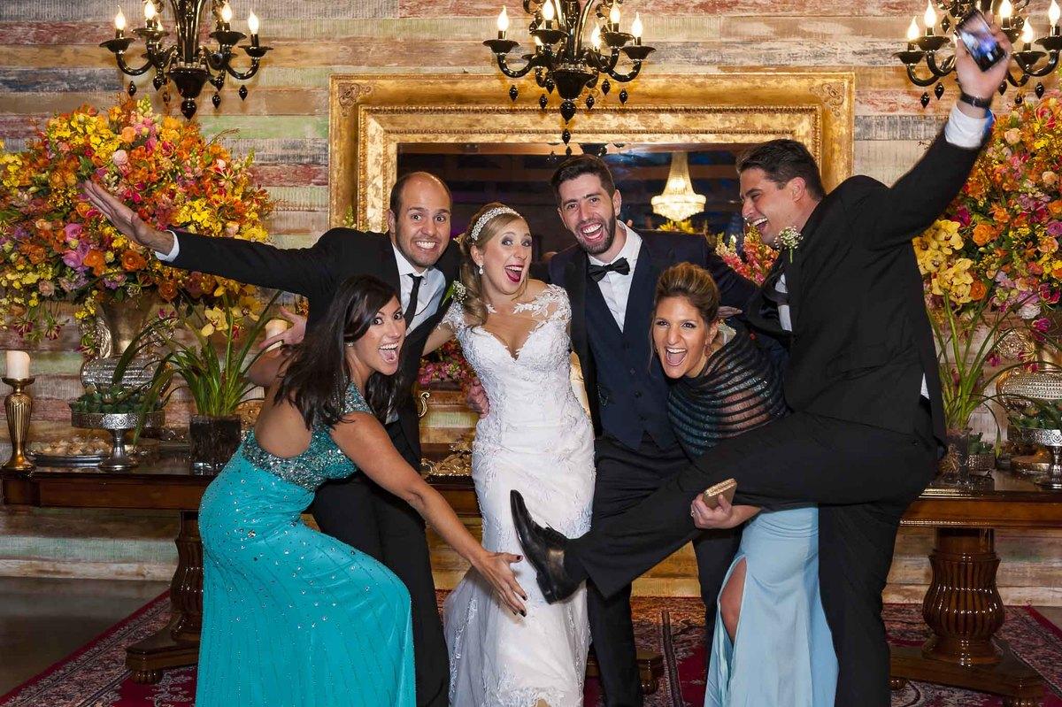 fotografia de casamento no armazém 465 Alphaville, fotografia de casamento em alphaville. noivos com padrinhos