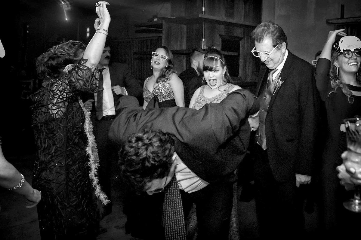fotografia de casamento no armazém 465 Alphaville, fotografia de casamento em alphaville. o espanto com o que está vendo na festa
