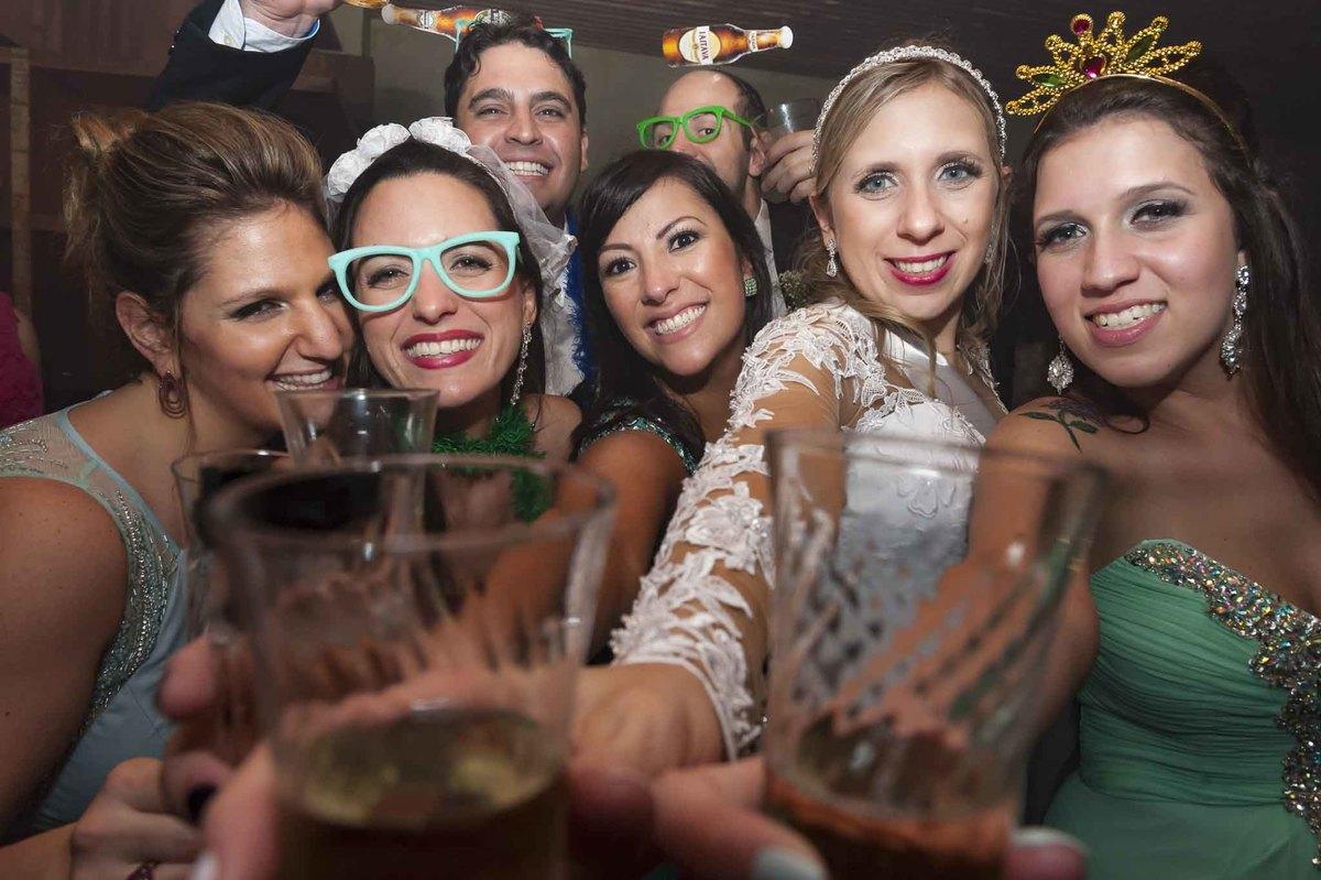 fotografia de casamento no armazém 465 Alphaville, fotografia de casamento em alphaville. noiva com amigas na festa